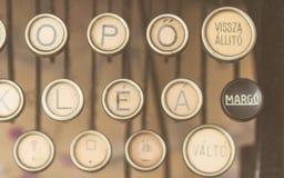 关闭古色古香的打字机钥匙照片  图库摄影