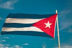 关闭古巴旗子看法反对蓝天 图库摄影