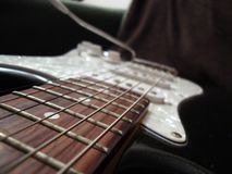 关闭吉他苦恼 免版税库存图片