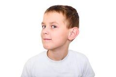 关闭听与注意的男孩画象 免版税库存照片