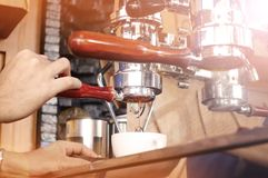 关闭咖啡机器准备 免版税图库摄影
