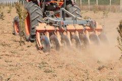 关闭圆盘耙系统,耕种土壤 库存照片