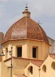 关闭圣玛丽亚Asunta和圣塞西莉亚大教堂橙色塔  库存图片