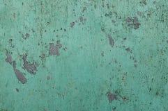 关闭在一个混凝土墙上的削皮油漆,破裂的油漆背景 免版税图库摄影
