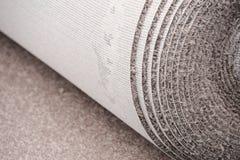 关闭在住所改善的地毯卷 库存图片