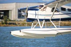 关闭在加拿大飞行员和水上飞机 免版税图库摄影
