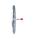 关闭在掷镖的圆靶,隐喻的中心的射击红色箭箭头 免版税图库摄影