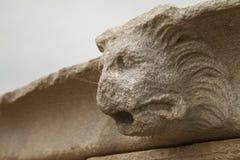 关闭在提洛岛希腊海岛上的雕象  库存图片