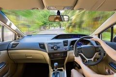 关闭在明亮的汽车里面的内部司机 免版税库存图片