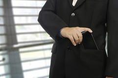关闭在正式衣服的躯干商人 免版税库存图片