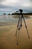 关闭在沙滩的三脚架在多暴风雨的天气 图库摄影