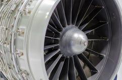 关闭在现代飞机的一个涡轮风扇飞机引擎 图库摄影