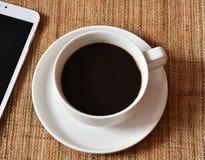 关闭在白色杯子的咖啡 免版税库存图片