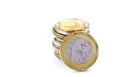 关闭在白色背景的一枚新加坡美元硬币 库存照片