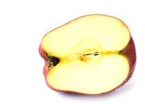 关闭在白色背景的切片红色苹果 免版税库存照片