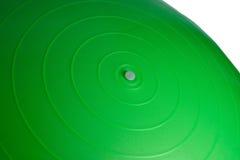 关闭在白色背景隔绝的一个绿色健身球 免版税库存照片