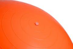 关闭在白色背景隔绝的橙色健身球 免版税库存图片