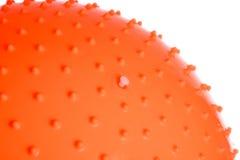 关闭在白色背景隔绝的橙色健身球 图库摄影