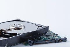 关闭在白色backgro的计算机硬盘驱动器硬盘驱动器里面 免版税库存照片