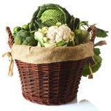 关闭在篮子的新鲜的农厂菜 库存照片