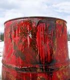 关闭在红色桶的油 免版税库存图片