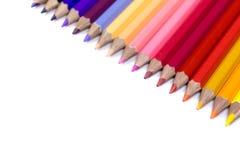 关闭在纯净的白色背景隔绝的颜色铅笔 免版税库存照片