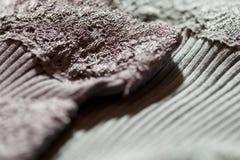 关闭在纺织品的样式 免版税库存照片