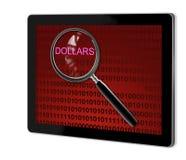 关闭在美元的放大镜 免版税库存图片