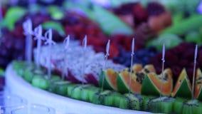 关闭在自助餐的新鲜水果 影视素材