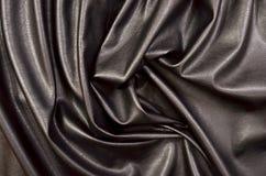 关闭在被弄皱的黑皮革材料被构造的织品 库存照片