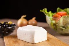 关闭在说谎在木板的希腊白软干酪 免版税库存图片