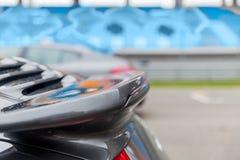 关闭在赛车场的汽车掠夺者在体育场 库存照片