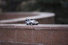 关闭在路的玩具汽车 免版税库存照片