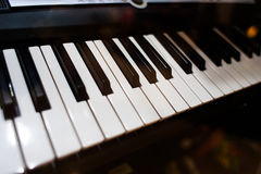 关闭在钢琴的看法 库存照片
