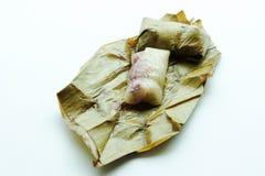 关闭在香蕉叶子的泰国传统黏米饭点心 免版税图库摄影