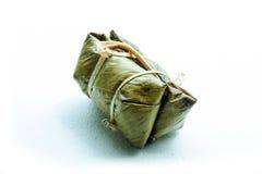 关闭在香蕉叶子的泰国传统黏米饭点心 库存图片