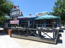 关闭在30工作年限的美国城市吃饭的客人以后 图库摄影