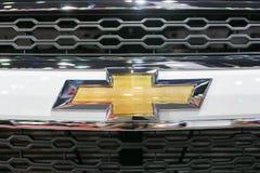 关闭在captiva汽车在第35个曼谷国际汽车展示会,在驱动的概念秀丽的薛佛列商标2 3月27日, 免版税库存图片