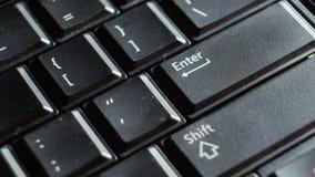 关闭在Enter按钮的黑膝上型计算机键盘焦点 影视素材