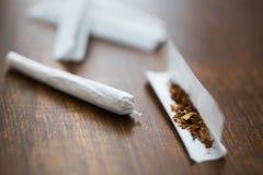 关闭大麻联接和烟草 库存图片