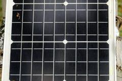 关闭太阳能电池盘区绿色eco可再造能源的 免版税库存照片