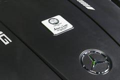 关闭奔驰车引擎AMG广义相对论2018年V-8双涡轮外部细节 强有力的被手工造的引擎 库存图片