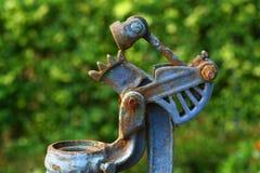 关闭宏观生锈的链子和齿轮 库存图片