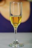 关闭定婚戒指射击在玻璃里面的 免版税图库摄影