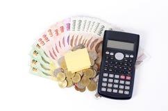 关闭家庭帐面和计算器在泰国钞票贷款的 库存照片