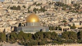 关闭岩石的圆顶从mt橄榄的在耶路撒冷 库存照片