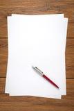 关闭干净的证券纸和笔, 库存照片