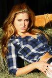 关闭干草堆的一个女孩 免版税库存图片