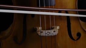 关闭弓接触在大提琴的串 影视素材