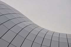 关闭弯曲的玻璃铺磁砖的屋顶 库存照片